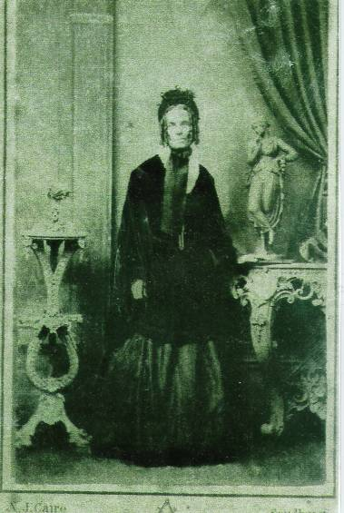 FANNY GOWLETT aged around early twenties - See enlarged copy in the Biography of her 2nd spouse James Hamilton. Left Click on Photo to Access.